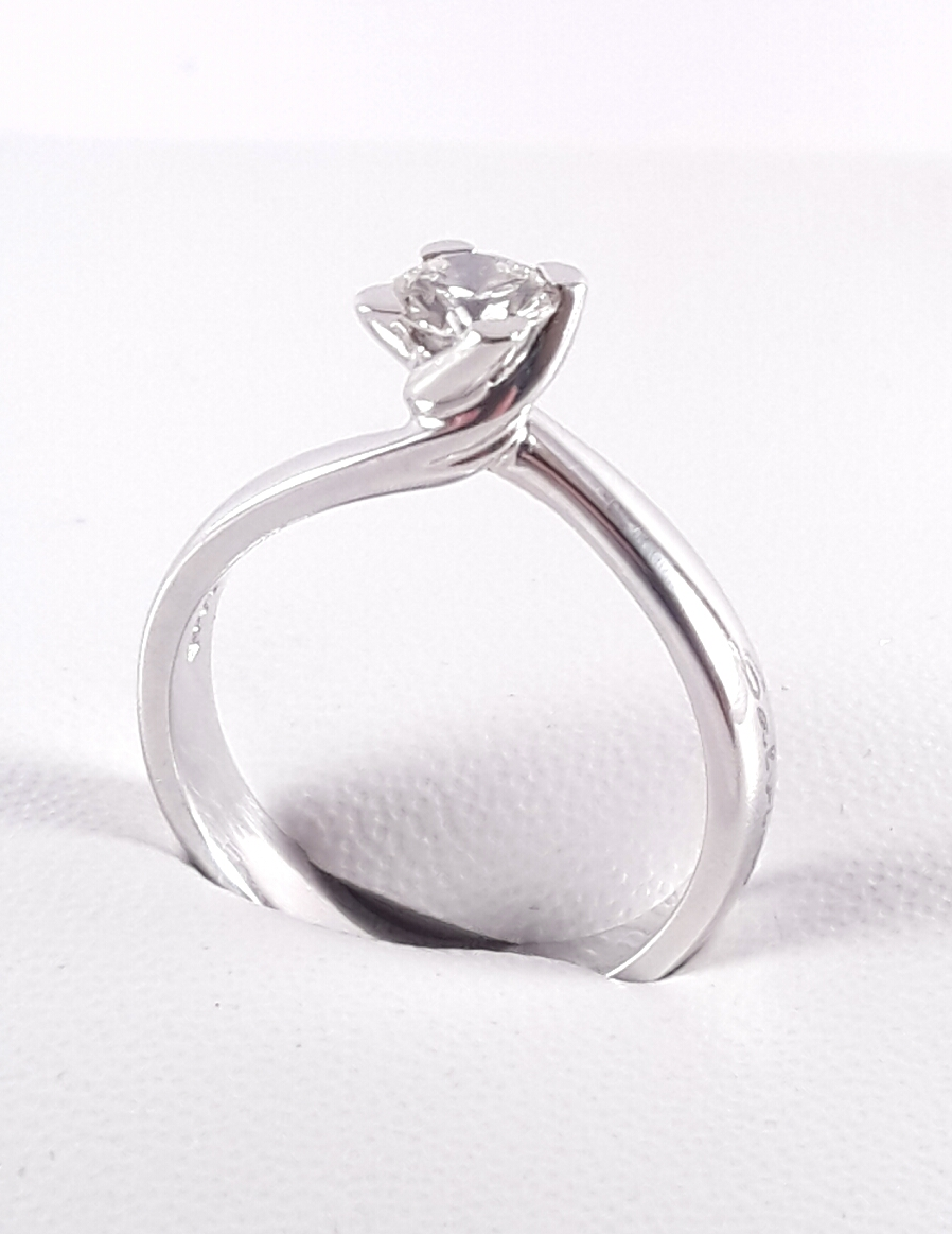 ANELLO SOLITARIO SALVINI Ref SAB72392 con DIAMANTE CT 0,44